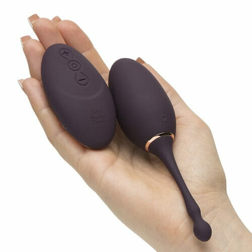 n10541-fifty-shades-freed-i-ve-got-you-rechargeable-remote-control-love-egg-08_1